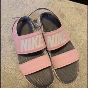 Sandles Nike's